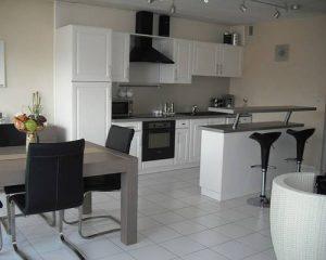 Savoir utiliser les meubles de la grande distribution dans une décoration intérieure
