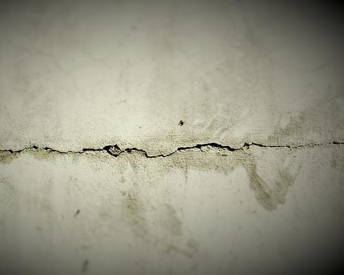 Comment reboucher les trous dans un mur for Reparer un trou dans une porte